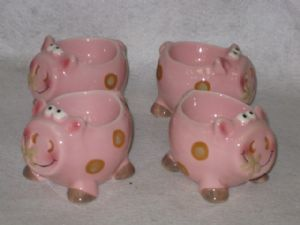 Ceramic Set of 4 Novelty Pink Pig Egg Cups Now with free UK P&P